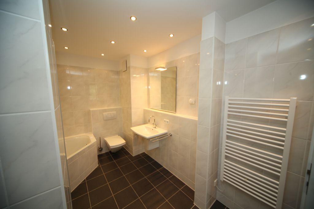 bad 1 badezimmer bild 1 sanieren in wien bossmann gmbh. Black Bedroom Furniture Sets. Home Design Ideas